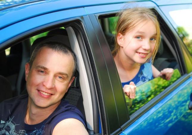 dad tween daughter car