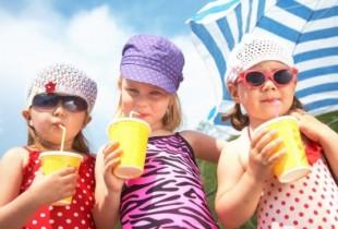 13723306_s preschoolers on beach