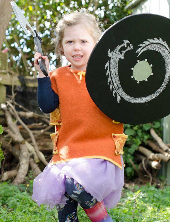 Viking-shield-and-axe---DIY-chalkboard1