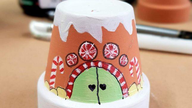DIY Clay Pot Christmas Craft door (1)