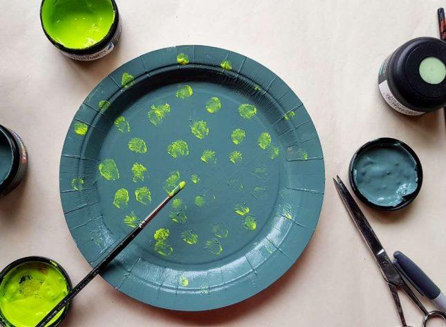 Paper Plate Dinosaur resene paint